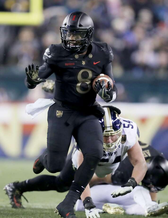 PHILADELPHIA, PENNSYLVANIA - DECEMBER 08:  Kelvin Hopkins Jr. #8 of the Army Black Knights carries in the second half against the Navy Midshipmen at Lincoln Financial Field on December 08, 2018 in Philadelphia, Pennsylvania.The Army Black Knights defeated the Navy Midshipmen 17-10. (Photo by Elsa/Getty Images) Photo: Elsa, Getty Images