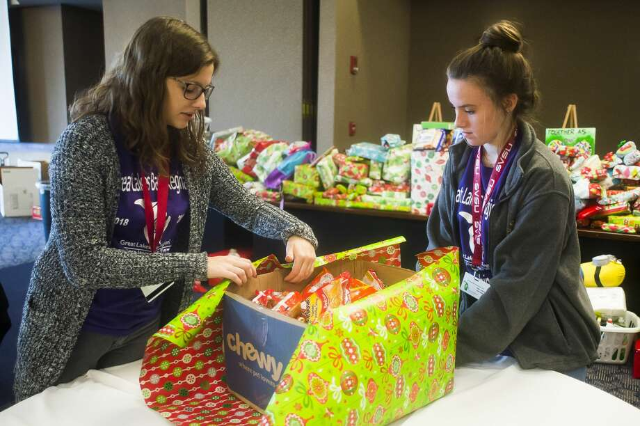 Valley Lutheran High School juniors Michelle Becker, left, and Lilly Holman, right, wrap a gift that will be donated to a regional nonprofit as part of Saginaw Valley State University'۪۪s Great Lakes Bay Regional Youth Leadership Institute on Friday, Dec. 7, 2018 at SVSU. (Katy Kildee/kkildee@mdn.net) Photo: (Katy Kildee/kkildee@mdn.net)