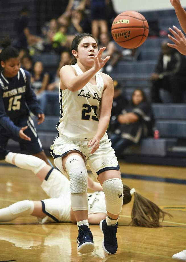 Alexander's Alyssa Garcia was named the 2019 Offensive Player of the Year in District 29-6A. Photo: Danny Zaragoza /Laredo Morning Times File / Laredo Morning Times