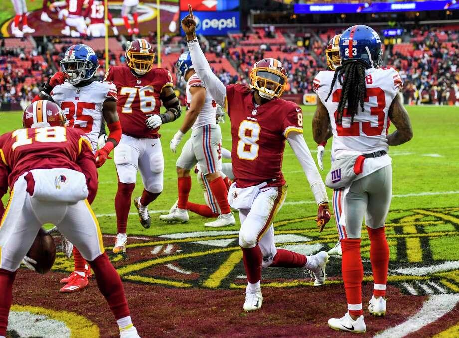 Washington Redskins quarterback Josh Johnson celebrates a rushing touchdown in the second half against the New York Giants at FedEx Field. Photo: Washington Post Photo By Jonathan Newton / The Washington Post
