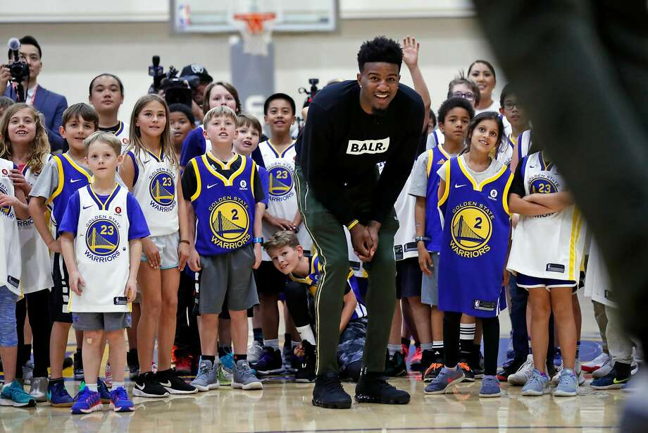 Golden State Warriors' Jordan Bell and young fans watch Draymond Green dunk during Most Valuable Moms' event at Rakuten Performance Center in Oakland, Calif., on Wednesday, March 28, 2018. Photo: Scott Strazzante, The Chronicle