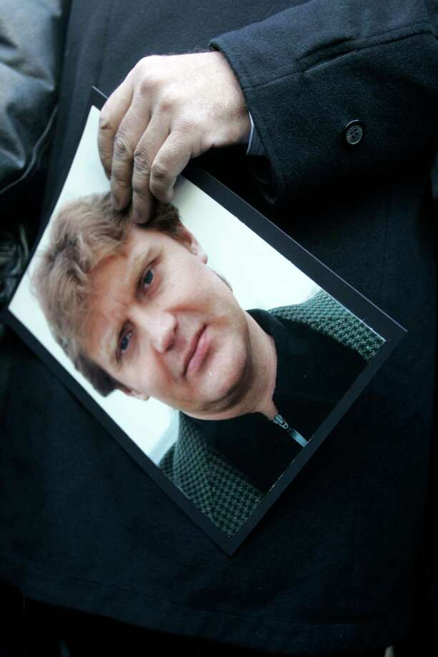 A photo of Alexander Litvinenko at a press conference on the first anniversary of his Litvinenko's death in London on Nov. 23, 2007. In the early years of President Vladimir Putin's rule, Russian officials and state-owned broadcasters promoted false narratives to explain the death of the former Russian security official who was exposed to a radioactive toxin in London. Photo: Will Wintercross/ Bloomberg / Bloomberg