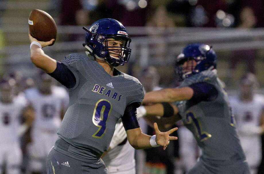 Montgomery quarterback Brock Bolfing (9) throws a pass during the first quarter of a non-district high school football game, Thursday, Sept. 13, 2018, in Montgomery. Photo: Jason Fochtman, Houston Chronicle / Staff Photographer / © 2018 Houston Chronicle