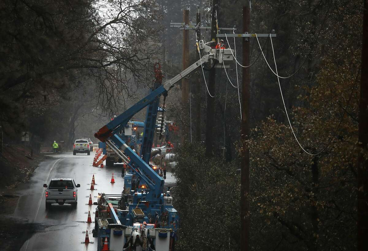 PARADISE, CALIFORNIA - NOVEMBER 21: Pacific Gas and Electric (PG&E) crews repair power lines that were destroyed by the Camp Fire on November 21, 2018 in Paradise, California. Fueled by high winds and low humidity the Camp Fire ripped through the town of Paradise charring over 150,000 acres, killed at least 81 people and has destroyed over 18,000 homes and businesses. The fire is currently at 80 percent containment and hundreds of people still remain missing. (Photo by Justin Sullivan/Getty Images)
