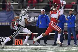 December 8, 2018 Cerritos, CA. Mater Dei Bru Mccoy #5 catches the pass and runs in for the touchdown in front of Concord De La Salle Amir Wallace #14 in the second quarter in action during the CIF State Open Division prep football championship game. CIF State Open Division Prep Football Championship. Mater Dei vs. Concord De La Salle Mandatory Photo Credit: Louis Lopez/Modern Exposure