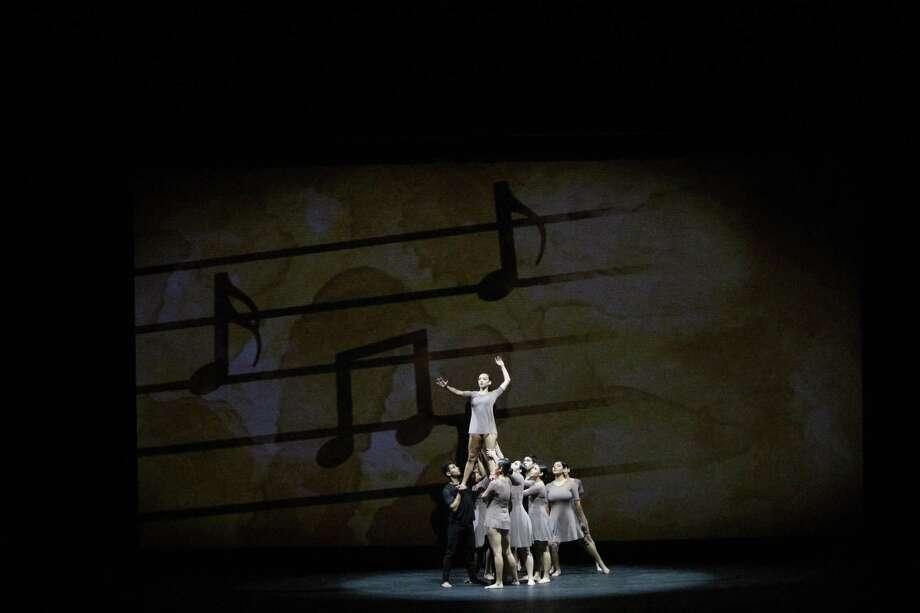 La presentación de los estudiantes de Laredo College incluyó danza contemporánea. Photo: Foto De Cortesía /Laredo College