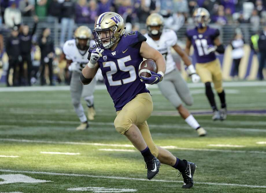 Washington linebacker Ben Burr-Kirven was named to the 2018 AP All-America team. Photo: Ted S. Warren / Associated Press
