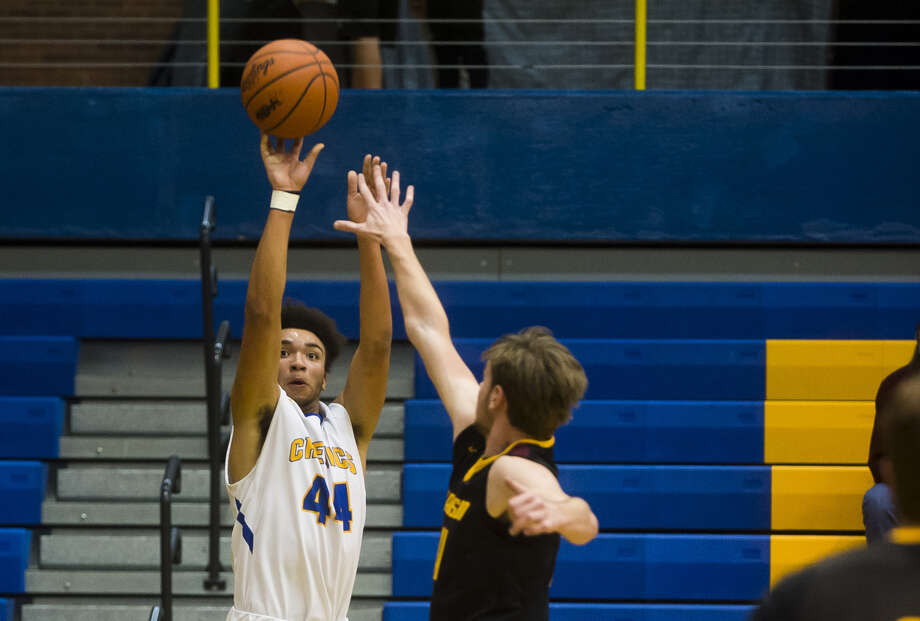 Midland High's Isaiah Bridges takes a shot against Davison in a Jan. 26, 2018 game at the Chemics' gym. Bridges matched his career high of 30 points on Tuesday vs. Saginaw High, a mark he also reached in the aforementioned Davison game. Photo: Daily News File Photo