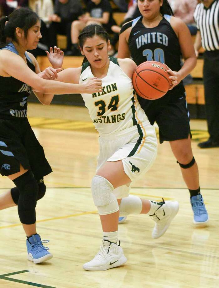 Ashley Pena scored a game-high 16 points as Nixon won its first 6A game by knocking off defending district champion United South 48-31 on Tuesday. Photo: Danny Zaragoza / Laredo Morning Times