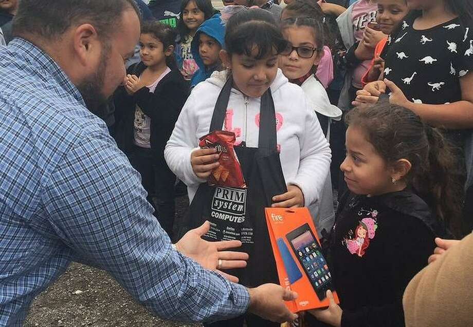 A Cfisd Student Receives An Kindle E Reader At The Iconnect Festival Held In