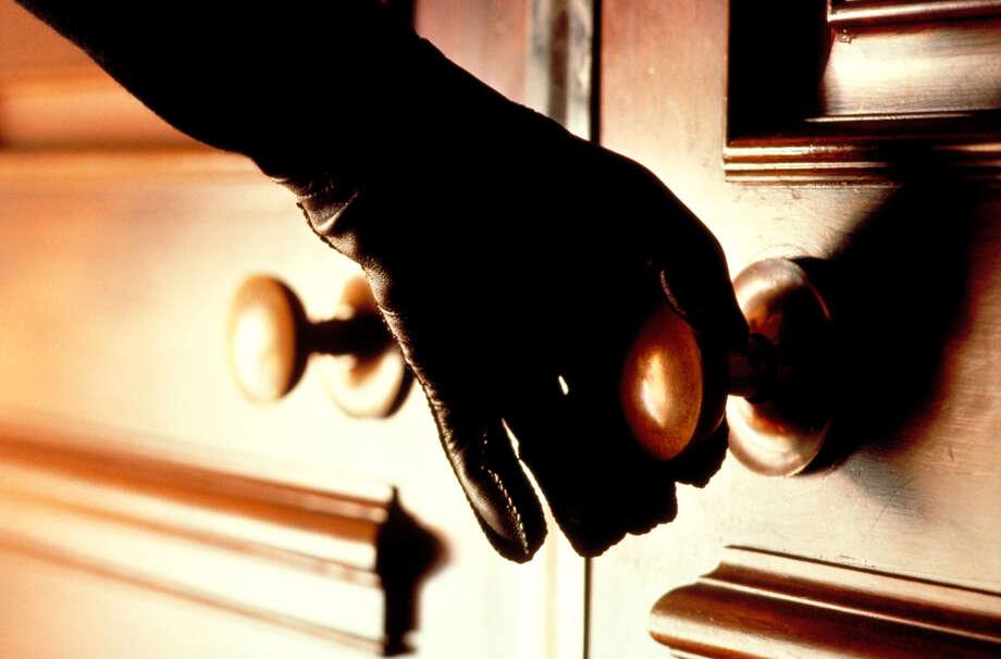 Burglars posing as PG&E workers in the East Bay, authorities warn