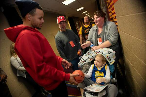 b2e47dbf7ab5 2of12Stephen Curry meets 4-year-old cancer patient Nathaniel Stolle and his  parents