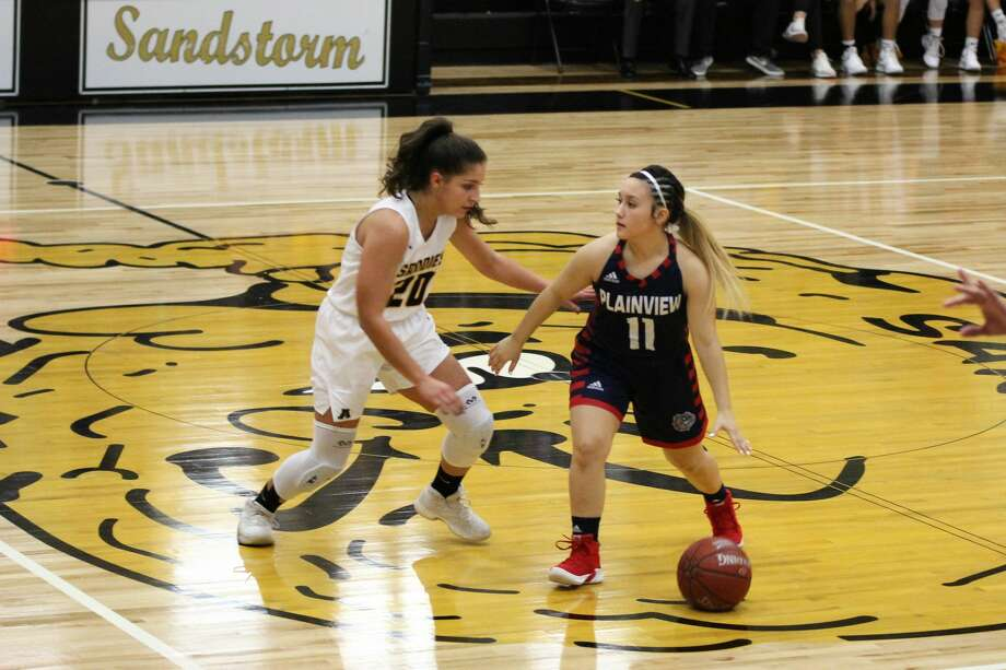 The TGCA No. 4-ranked Amarillo Lady Sandies spoiled the Plainview Lady Bulldogs' upset bid, 59-53, during District 3-5A action on Tuesday. Photo: MyPlainview