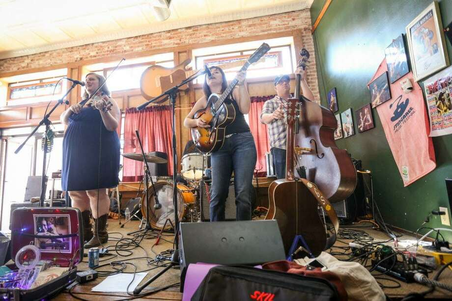 The Sophia Johnson Band performs during the Conroe Americana Music Festival on Saturday, May 6, 2017, at the Corner Pub in downtown Conroe. Photo: Michael Minasi, Staff Photographer / Houston Chronicle / Stratford Booster Club