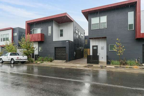 1432 Wood St. in Oakland is a freshly completed three-bedroom, two-and-a-half-bathroom home that includes a den.
