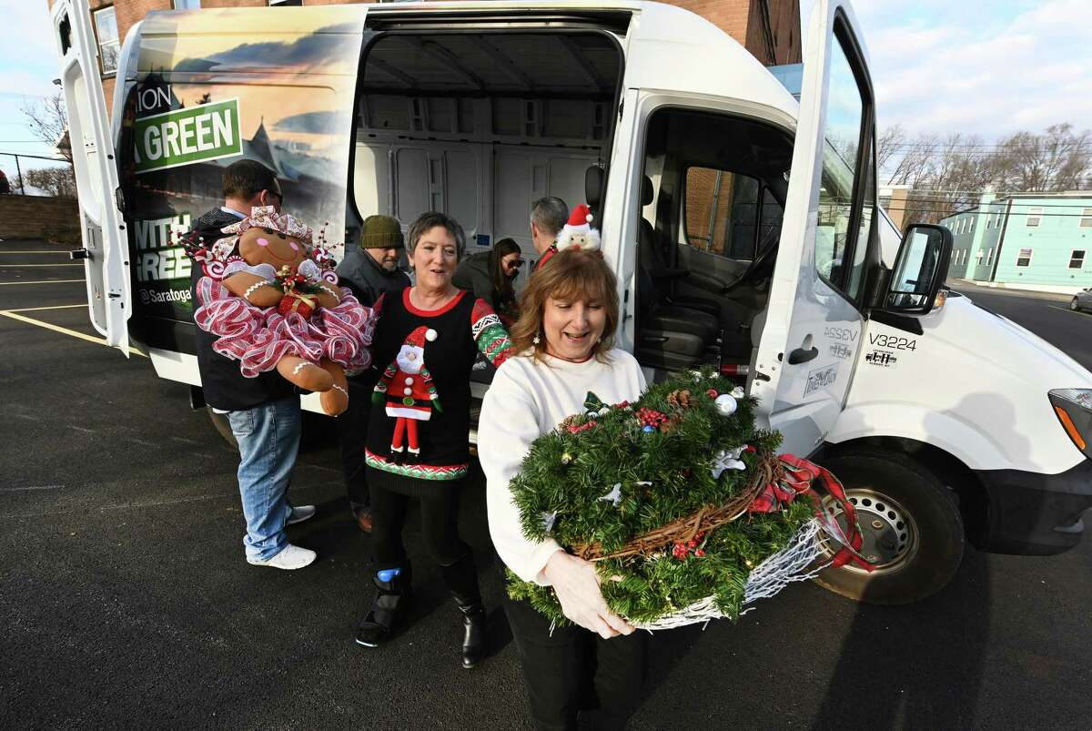 Rachel Swire, right and Nancy DeCesare look over wreaths from the Times Union Circles of Caring Contest to the offices of the Visiting Nurses Association Monday Dec. 10, 2018 in Albany, N.Y. (Skip Dickstein/Times Union)