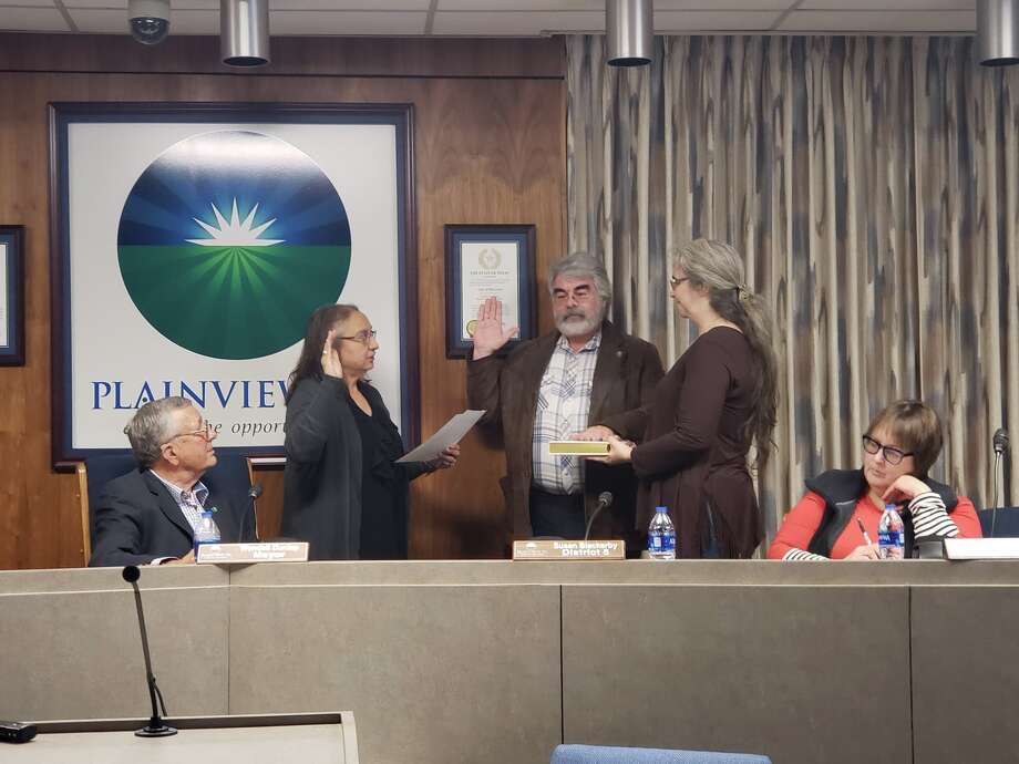 New councilmember Evan Weiss took the oath of office Tuesday night during the regular City Council meeting. Photo: Ellysa Harris/Plainview Herald