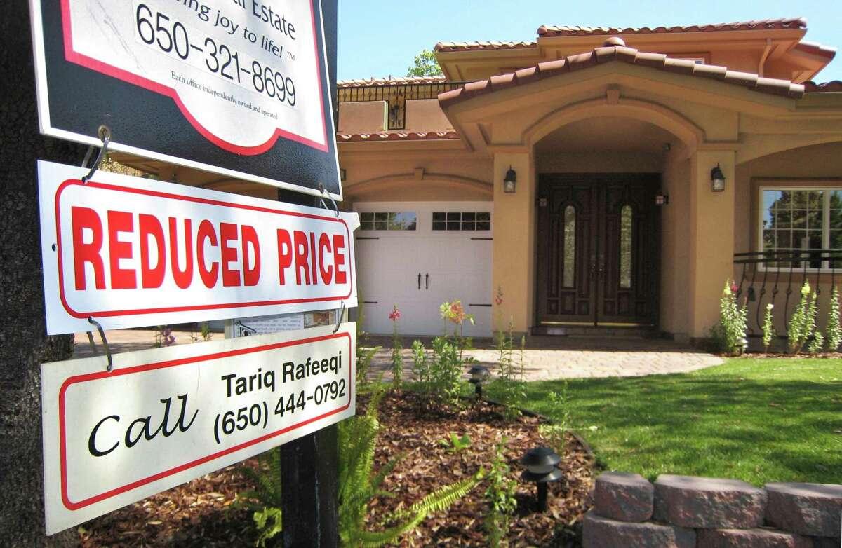 Freddie Mac predicts mortgage rates will drop further. (AP Photo/Paul Sakuma, file)