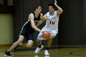 Greenwood's Ryan Snodgrass(10) guards Andrews' Brett Leach (12) Dec. 13, 2018, at Greenwood High School. James Durbin/Reporter-Telegram