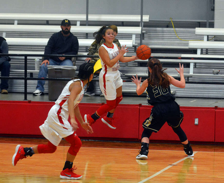 Lady Horns Shootout on Friday in Lockney. Photo: Alexis Cubit/Plainview Herald