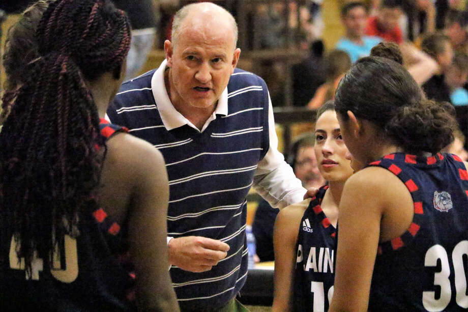 Plainview Lady Bulldogs head basketball coach Danny Wrenn talks to his team during a timeout against Class 5A, No. 4-ranked Amarillo High on Tuesday in Amarillo. Photo: Tyler Anderson/Amarillo Globe-News