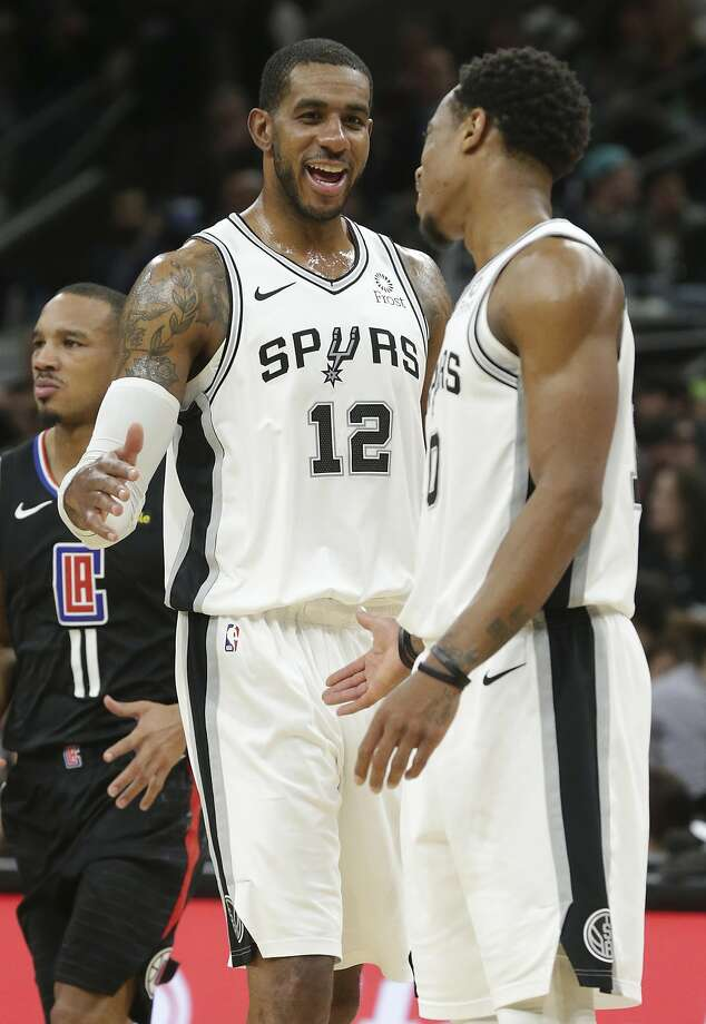 LaMarcus Aldridge talks with DeMar DeRozan after piling up game high points as the Spurs host the Clippers at the AT&T Center on December 13, 2018. Photo: Tom Reel, Staff Photographer