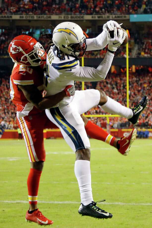 5bf413491 Los Angeles Chargers wide receiver Mike Williams (81) makes a touchdown  catch against Kansas