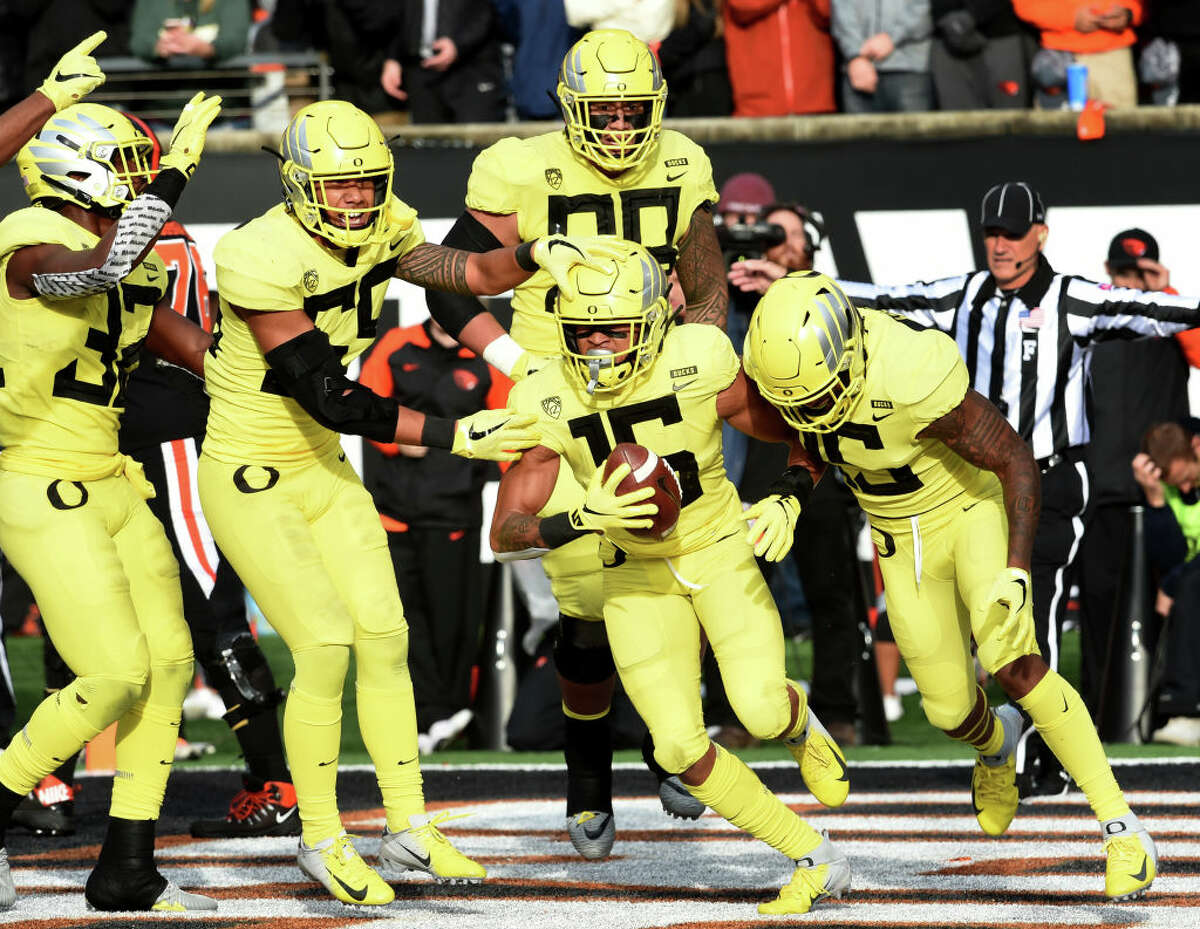 1. Oregon Ducks The Ducks didn't win the Pac-12, but they took care of business on National Signing Day with 22 players signed. The gem of their 2019 class is five-star defensive end Kayvon Thibodeaux, but the Ducks also loaded up on offense by adding five four-star skill position players. Combine that with a pair of four-star offensive linemen, two four-star linebackers and a four star defensive tackle and it's not hard to see why the Ducks wound up with the 6th-ranked class in the country.