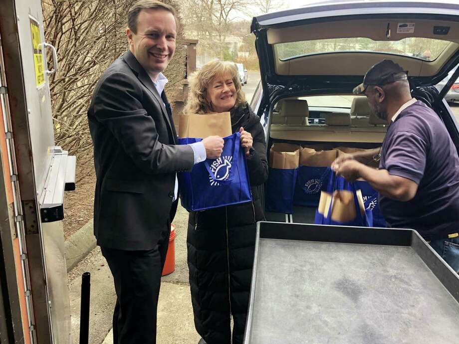 U.S. Sen. Chris Murphy assists Jilian Crowley of FISH of Greater New Haven with grocery deliveries Friday. Photo: Contributed Photo
