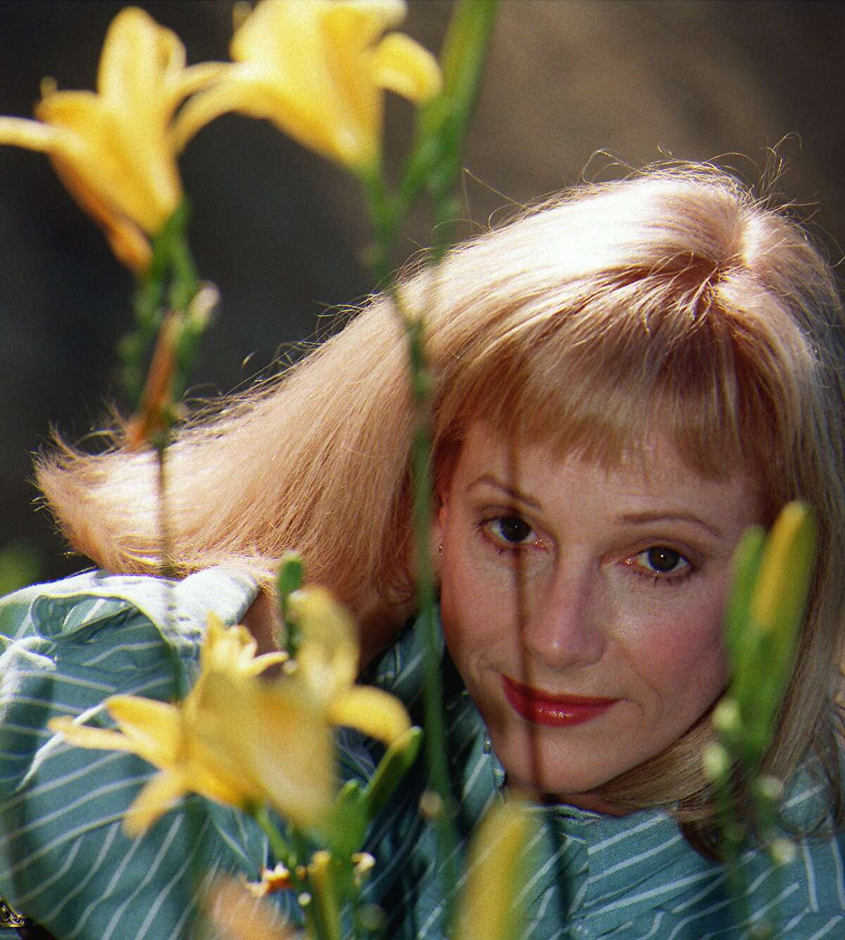 """FILE - In this Nov. 1, 1997 file photo, actress/director/author Sondra Locke poses for a photograph at a garden in Beverly Hills, Calif. A death certificate obtained by The Associated Press shows Oscar-nominated actress Locke died Nov. 3, 2018, at age 74 at her home in Los Angeles of cardiac arrest stemming from breast and bone cancer. She was nominated for an Academy Award for best supporting actress for 1968's """"The Heart is a Lonely Hunter,"""" her first film. (AP Photo/ Damian Dovarganes, File)"""