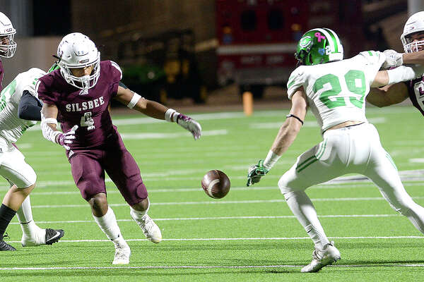 Silsbee's Dralyn Tasyl;or looks to recover the loose ball as Cuero's Justin Ficklen moves in during the Class 4A Div. II state semifinals at Legacy Stadium. Photo taken Friday, December 14, 2018 Kim Brent/The Enterprise