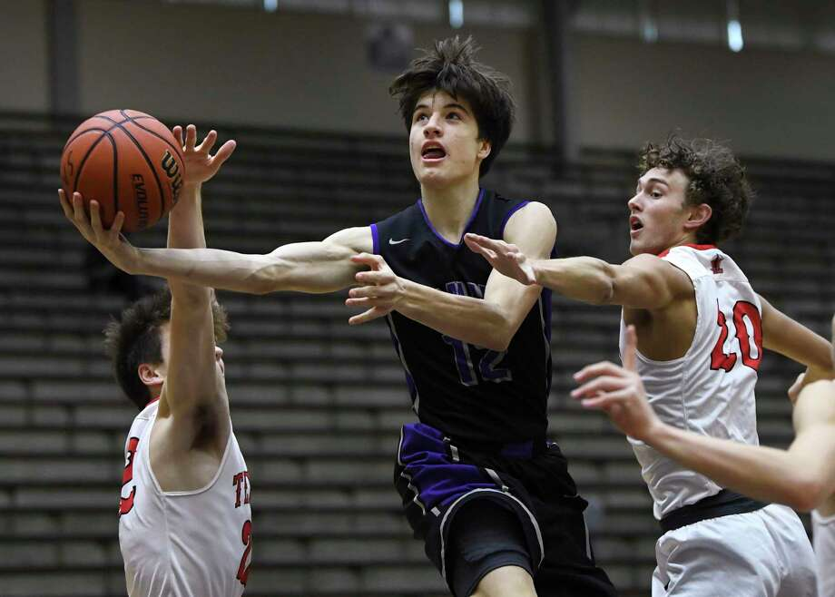 Avery Eugster of St. Mary's Hall penetrates and shoots as Robbie Hilliard, left, and Trevor Allison, right, of Corpus Christi Ray defend during the San Antonio Independent School District boys basketball tournament at the Alamo Convocation Center on Friday, Dec. 7, 2018. St. Mary's Hall won, 76-73. Photo: Billy Calzada, Staff / Staff Photographer / San Antonio Express-News