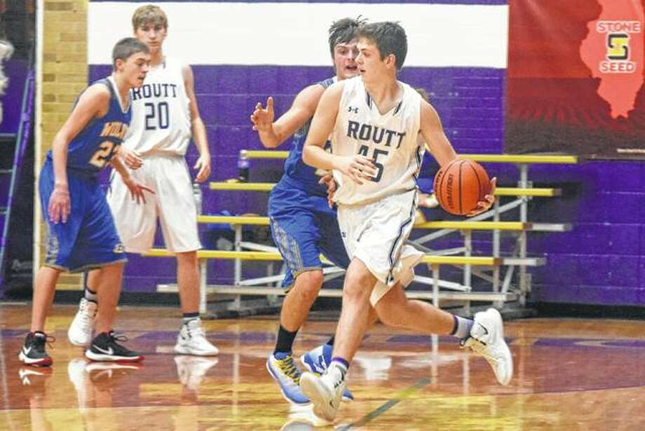 Routt's Gus Abell fights to get to the basket Friday in a game against Pleasant Hill. Photo: Audrey Clayton | Journal-Courier