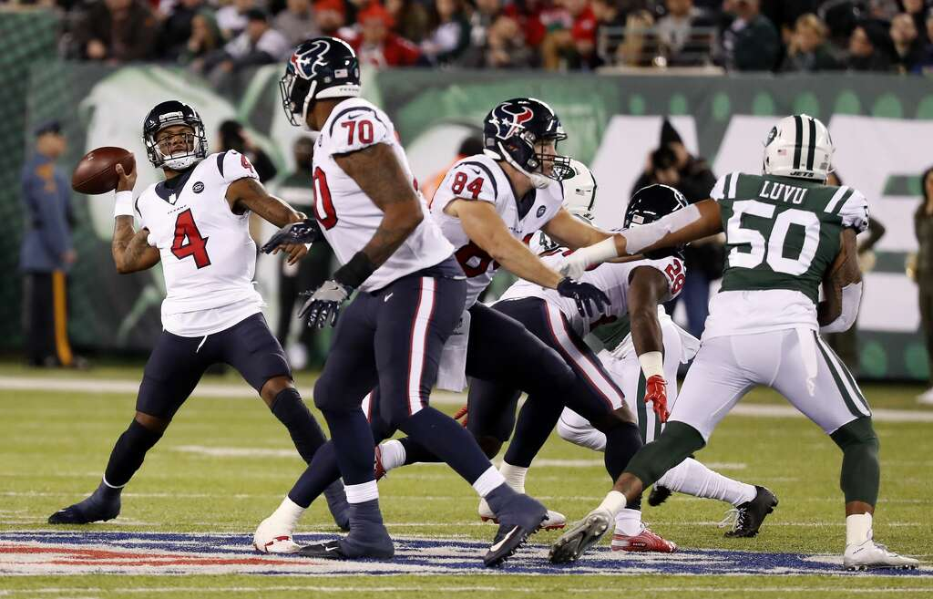 <p>Houston Texans quarterback Deshaun Watson (4) rears back to throw a 45-yard touchdown pass to wide receiver DeAndre Hopkins (10) against the New York Jets during the second quarter of an NFL football game at</p>