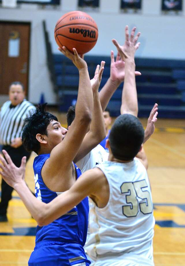 Jesus Meza scored five points Saturday as Cigarroa fell 59-58 on the road against Jorge Rivera and Alexander. The Toros jumped out to a 10-0 lead and stayed within a possession the entire game. Photo: Cuate Santos / Laredo Morning Times / Laredo Morning Times