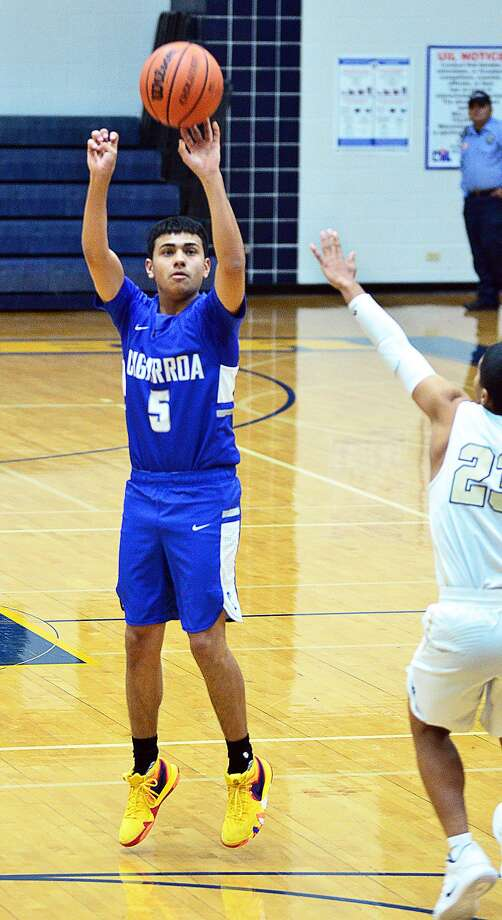 Miguel Gallegos and Cigarroa open district play Wednesday against Alice. Photo: Cuate Santos /Laredo Morning Times / Laredo Morning Times