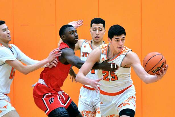 Elian Fernandez steals the ball Saturday from a Wagner player. Fernandez and the Longhorns allowed only four points in the second quarter on their way to upsetting the No. 5 Thunderbirds 77-55 at home.