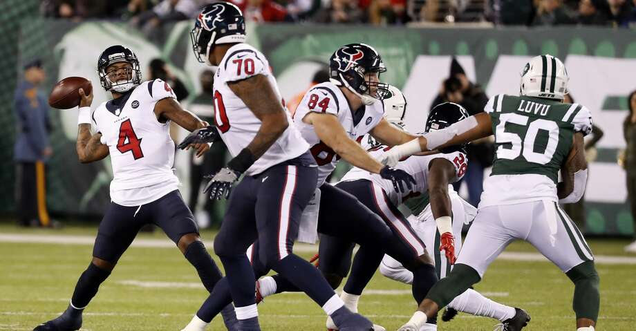 Houston Texans quarterback Deshaun Watson (4) rears back to throw a 45-yard touchdown pass to wide receiver DeAndre Hopkins (10) against the New York Jets during the second quarter of an NFL football game at MetLife Stadium on Saturday, Dec. 15, 2018, in East Rutherford, N.J. Photo: Brett Coomer/Staff Photographer