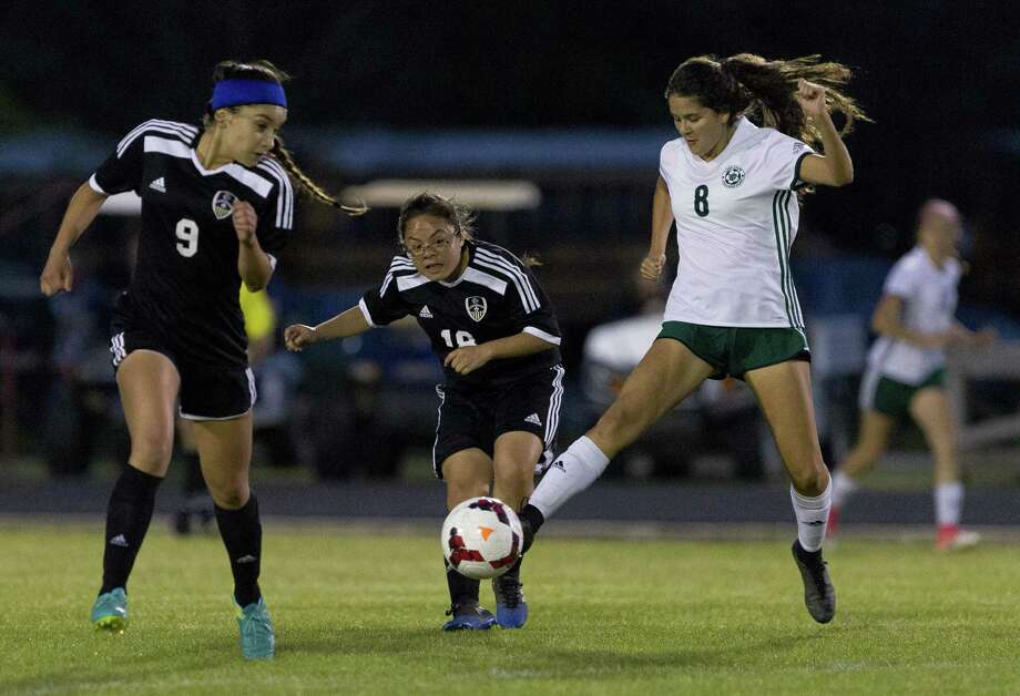 College Park midfielder Stephanie Quezada (8) is expected to be a key contributor for the Lady Cavaliers during her senior season. Photo: Jason Fochtman, Staff Photographer / Houston Chronicle / © 2018 Houston Chronicle