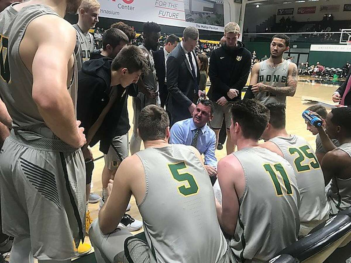 USF head coach Kyle Smith talks to his team during the first half of its game against Cal State Fullerton.