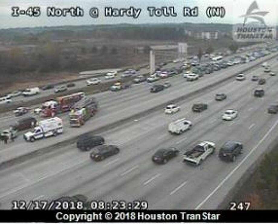 Lanes reopen after 6-car crash on southbound I-45 - Houston