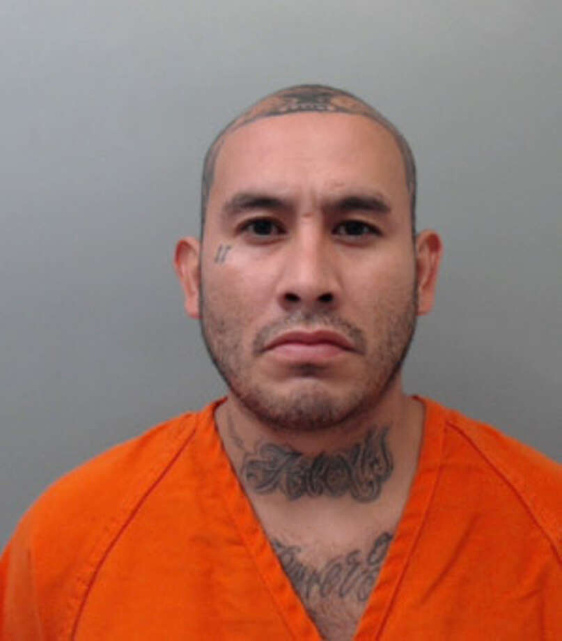 Rolando Ismael Diaz, 34, was charged with theft of property and obstruction or retaliation. Photo: Webb County Sheriff's Office