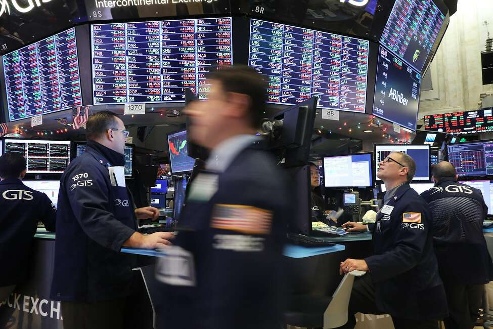 NEW YORK, NEW YORK - DECEMBER 17: Traders work on the floor of the New York Stock Exchange (NYSE) on December 17, 2018 in New York City. Stocks fell again in morning trading as investors remain jittery over trade with China, interest rates and the threat of a global slowdown. (Photo by Spencer Platt/Getty Images)