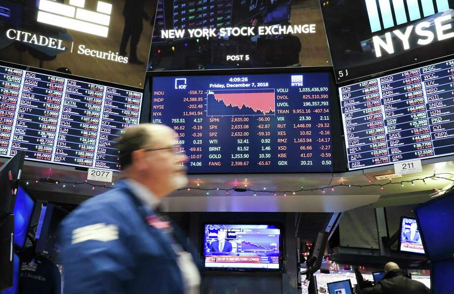 An electronic screen shows the closing numbers on Friday, Dec. 7, 2018 at the New York Stock Exchange in New York. Photo: Xinhua, TNS / Zuma Press