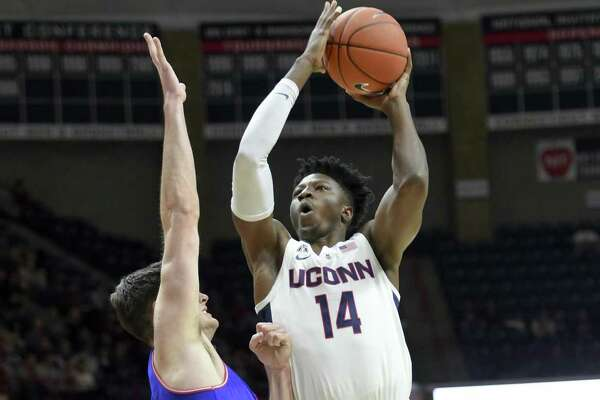 Kassoum Yakwe (14) and UConn host Drexel on Tuesday.