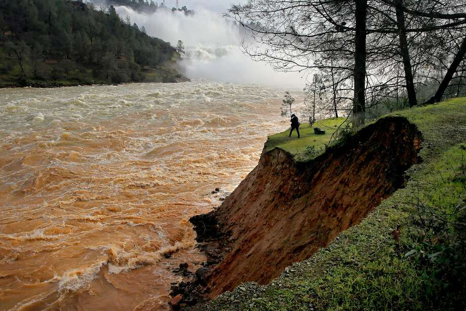 Water is released from Lake Oroville on Feb. 13, 2017, after discovery of spillway fracturing led to mass evacuations. Photo: Michael Macor / The Chronicle 2017