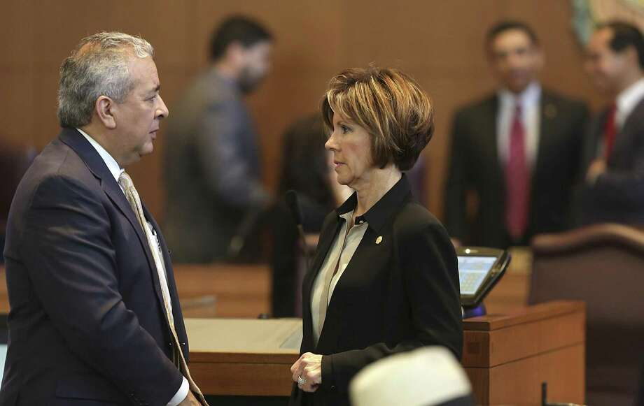 The San Antonio City Manager Sheryl Sculley, center, talks with Robert Puente, left, President and CEO of SAWS in 2014. Both have declined their latest bonus. Photo: Bob Owen /San Antonio Express-News / ©2013 San Antonio Express-News
