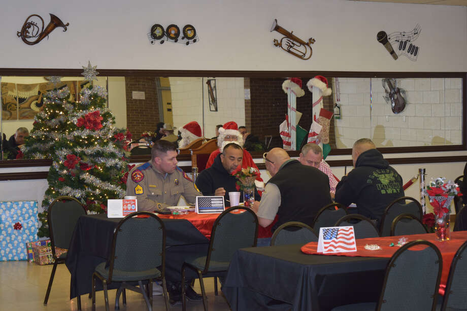 Lemons Funeral Home hosted an appreciation Christmas lunch for Plainview area first responders on Friday. Photo: Ellysa Harris/Plainview Herald