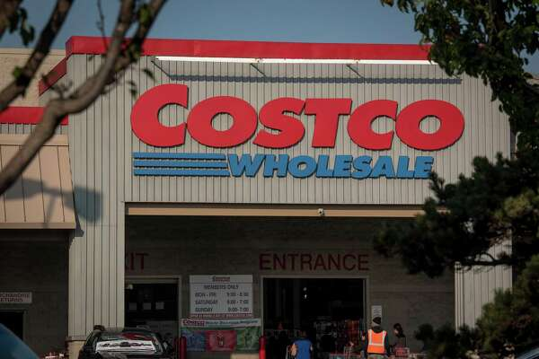 Signage is displayed outside a Costco Wholesale Corp. store in Richmond, California, U.S., on Monday, Dec. 10, 2018. Costco Wholesale Corp. is scheduled to release earnings figures on December 13. Photographer: David Paul Morris/Bloomberg