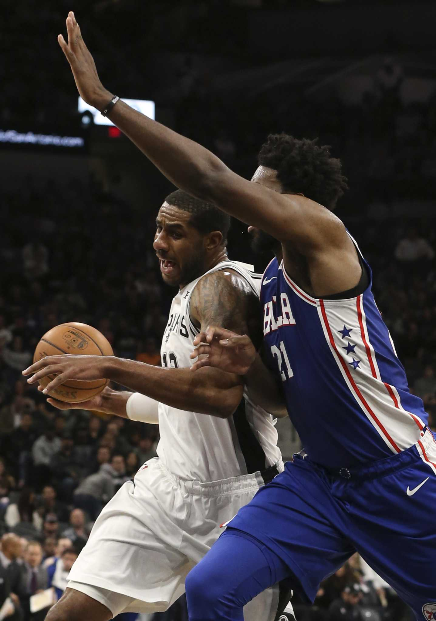 Last of a dying big-man breed, Spurs' Aldridge more than manages to stay relevant